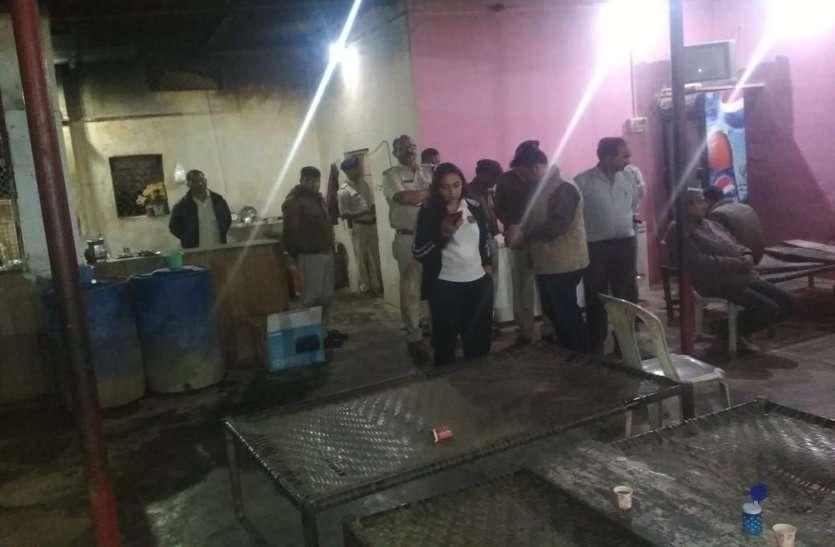 थाने से एक किमी दूर भोजनालय में चल रहा था फर्जी नाका,इस दबंग आईएएस के पहुंचते ही भगदड़