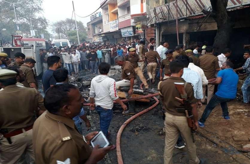 UP में पटाखे के गोदाम में भीषण आग, दो लोगों की मौत, दस की हालत गंभीर