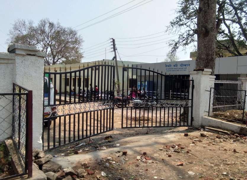 Hospital gate closed