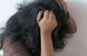मंदबुद्धि लड़की को खींचते हुए ले गया टॉयलेट और छूने लगा शरीर, जब लोगों ने सुनी चीखने की आवाज तो...