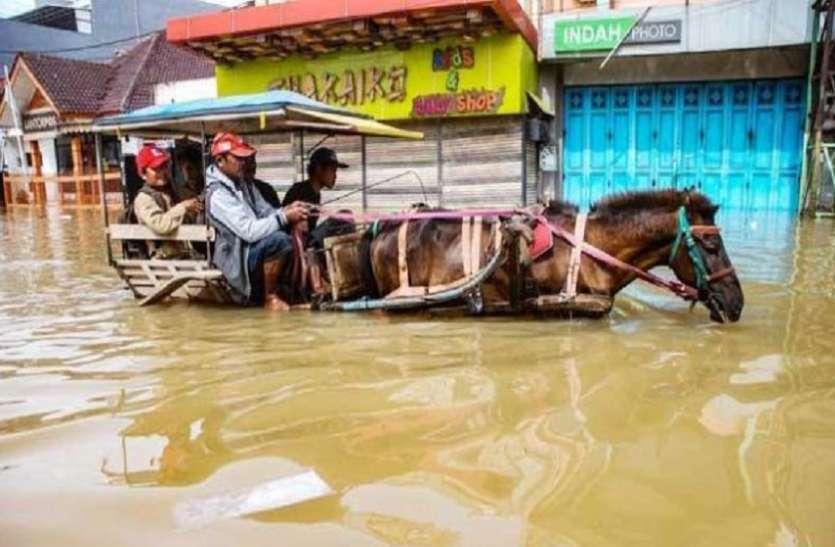 इंडोनेशिया में भीषण बाढ़ से 42 लोगों की मौत, दर्जनों घायल