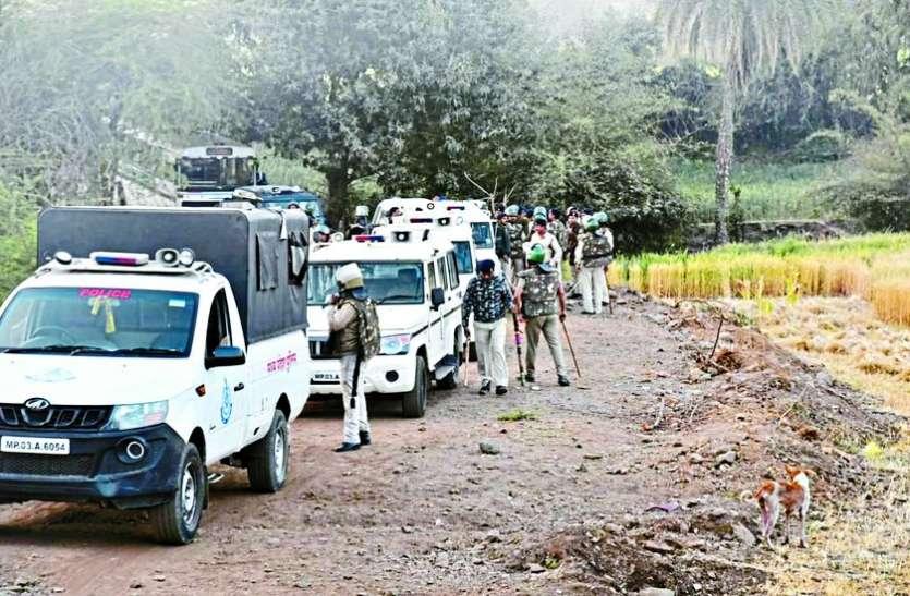 चोरों के डेरों पर100 पुलिसकर्मियों की टीम ने दी दबिश, माल देखकर फटी रह गई आंखें