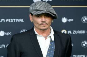 इस मशहूर अभिनेता ने पत्नी पर ठोका 347 करोड़ का केस, लगाया मारपीट का आरोप