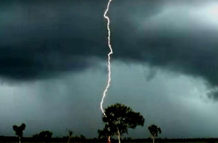 UP के इस जिले में आकाशीय बिजली की चपेट में आकर दो की मौत, 10 की हालत गंभीर