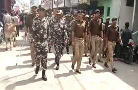 होली से पहले सीएम योगी के शहर में  पुलिस ने किया फ्लैग मार्च