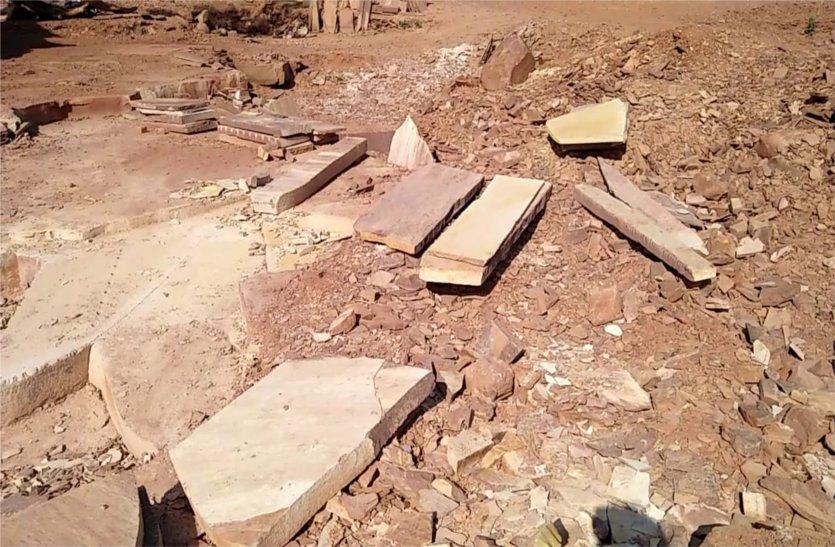यहां अवैध रुप से निकाला जा रहा था खदान से पत्थर तोप्रशासन ने की कार्रवाई