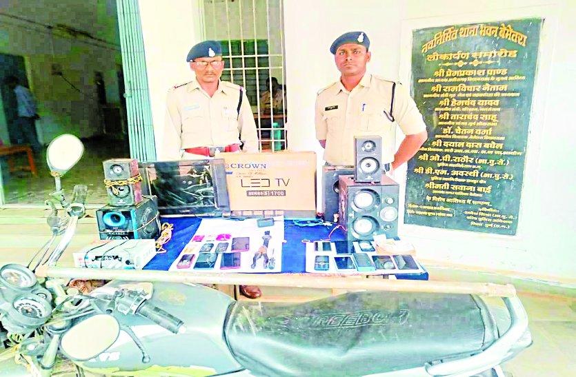 चोरों को पकड़ने के लिए डॉक्टर बन कर पुलिस ने गांव में लगाया मेडिकल शिविर