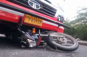 दो बाइक की भिडंत में एक बाइक सवार युवक की मौत, दो मासूम बच्चे घायल