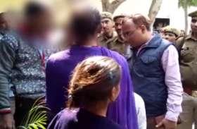 थाने में पुलिस ने महिला के साथ जबरन किया एेसा काम कि डीएम आॅफिस आत्मदाह करने पहुंच गया परिवार, देखें वीडियो-