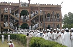 दारुल उलूम देवबंद ने मदरसे में राजनीतिक दलों के प्रवेश पर लगाया प्रतिबंध, वजह जानकर आप भी करेंगे तारीफ