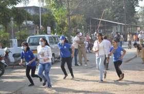 Photo gallery: अस्पताल में पहुंची ऐसी भीड़ की हो गया चकाचक