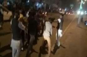 प्रियंका गांधी के खिलाफ नारे लगाने पर, कांग्रेसियों और हिंदू युवा वाहिनी के जिला संयोजक में मारपीट