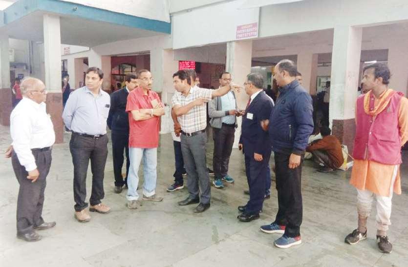 रेलवे के पीसीसीएम ने किया जंक्शन का निरीक्षण, हर जगह खामियां उजागर, देखें वीडियो