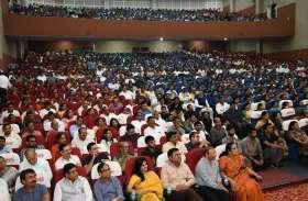 PICS : सूरत में राष्ट्रीय कवि सम्मेलन आयोजित