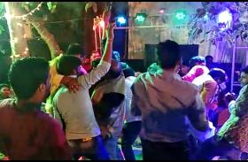 मुंडन समारोह में डांस करते समय ताबड़तोड़ फायरिंग का वीडियों हुआ वायरल