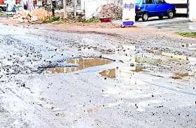 यहाँ बारिश होते ही सडक़ों पर मंडराता है ख़तरा, होती है कई लोगों की मौत