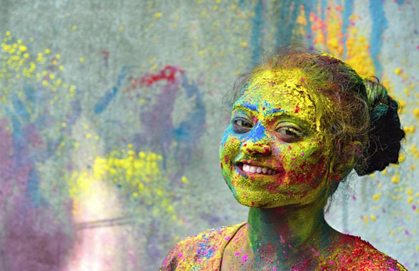 तन ही नहीं आपका मन भी रंगते हैं रंग