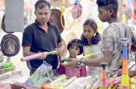 Photo Gallery :- पिचकारी और मुखोटो से सज गया बाजार, बच्चो में दिखा उत्साह