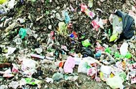 कछार में कचरे का पहाड़, चेयरमैन ने देखा तो हुए नाराज फिर ये हुआ उसके बाद