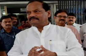 दिल्ली के लिए रवाना हुए मुख्यमंत्री रघुवर दास, पार्टी के आला नेताओं के साथ उम्मीदवारों के चयन पर करेंगे चर्चा