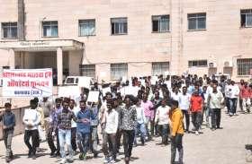 ट्रक संचालकों ने रैली निकालकर दिया ज्ञापन