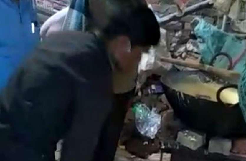 देखिए टूंडला की मशहूर कुल्फी की नकल करने के लिए किस तरह तैयार की जा रहीं थीं नकली कुल्फी, देखें वीडियो