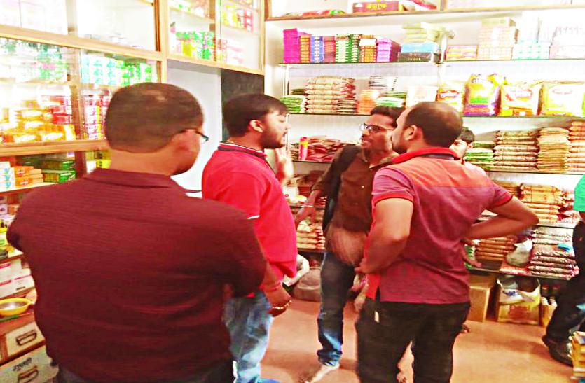 मिठाई दुकानों में छापामार कार्रवाई, अवैध रूप से संचालित होटल को कराया बंद