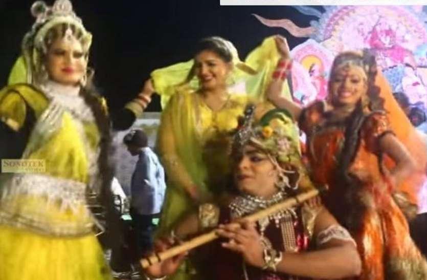 हरियाणवी डांसर सपना चौधरी ने राधा बनकर कृष्ण जी के साथ जमकर लगाए ठुमके, वायरल हुआ वीडियो