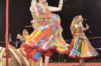VIDEO राजस्थान युवा संघ के फागोत्सव का पहले ही दिन जम गया रंग