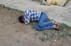 नशे में पहुंचे पर्यवेक्षक ने परीक्षा दे रहे शिक्षकों से की घिनौनी हरकत, शराब ने दिखाया रंग तो गिर पड़े जमीन पर, फिर...