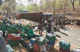 नोनपुरा घाटी में पलटा ट्रक,11 घंटे बंद रहा श्योपुर-शिवपुरी हाइवे