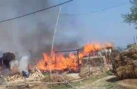 यहां लगी भीषण आग, दर्जनभर से अधिक घर जलकर हुए राख