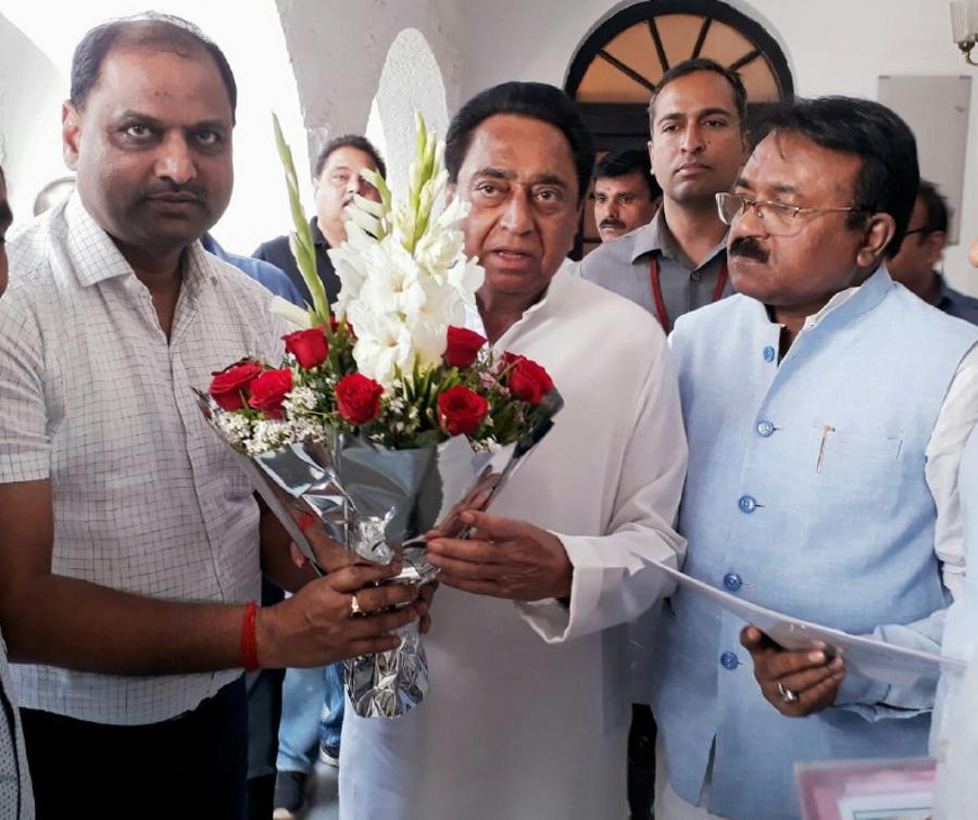 बसपा को एक और झटका मृगेन्द्र सिंह ने कांग्रेस का हाथ थामा