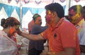 मंत्री ममता भूपेश ने आवास पर लोगों के साथ मनाई होली