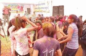 vedio story : होली मिलन समारोह में महिला पुलिस कर्मियों ने लगाए ठुमके