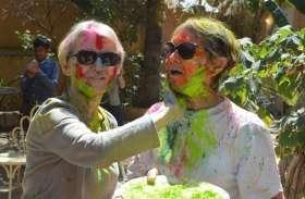 विदेशियों पर भी छाया होली का रंग