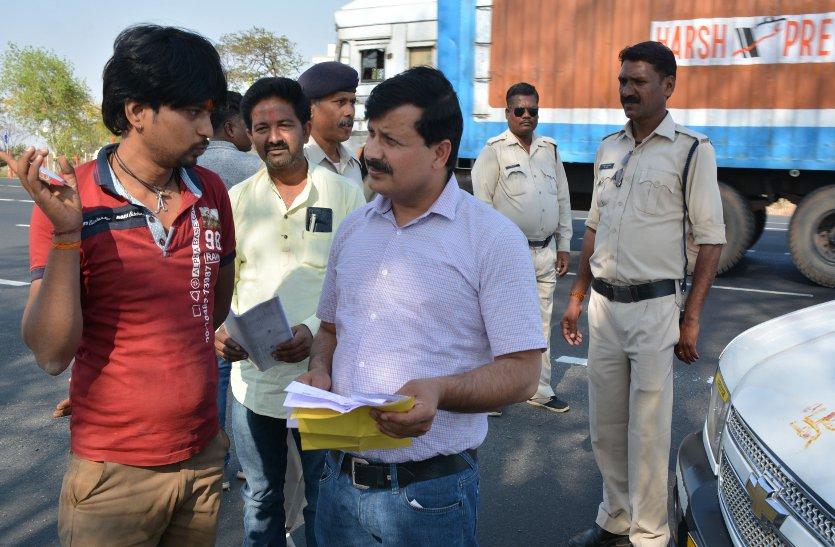 झांसी, नरसिंहपुर हाईवे एवं शहरी क्षेत्र में 30 वाहनों के विरूद्ध कार्यवाही