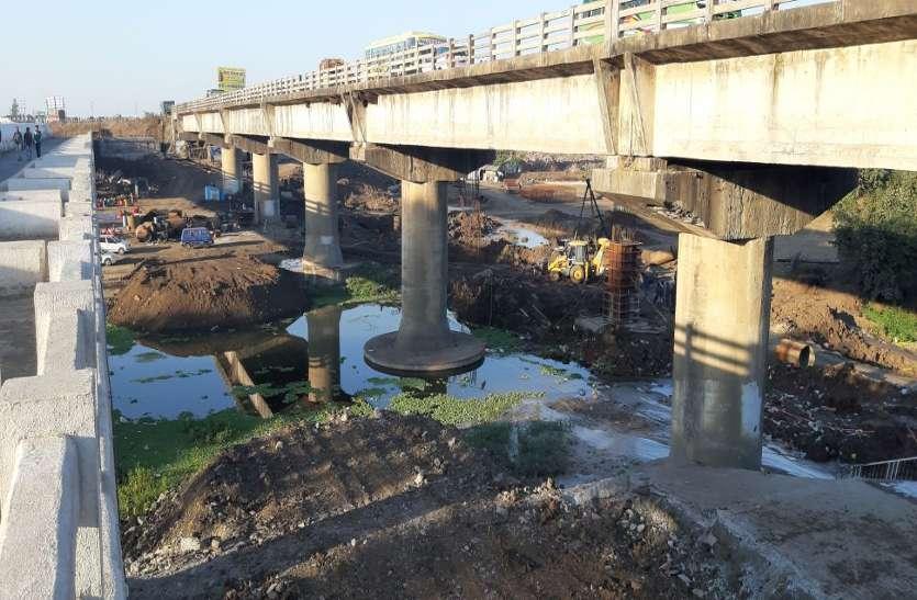 कलियासोत नदी पर बनाया जा रहा आठ लेन का पुल