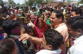 पारधियों को हटाने की मांग को लेकर ग्रामीणों ने लगाया जाम, परेशान हुए आम