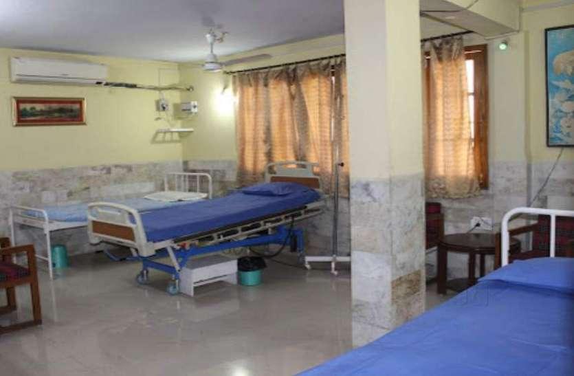 बीमा अस्पताल में डिस्पेंसरी जैसी भी सुविधाएं नहीं