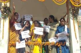 प्रियंका के माल्यार्पण के बाद BJP कार्यकर्ताओं ने धोई थी शास्त्री प्रतिमा, महिला कांग्रेस का पलटवार ये है नारी शक्ति का अपमान