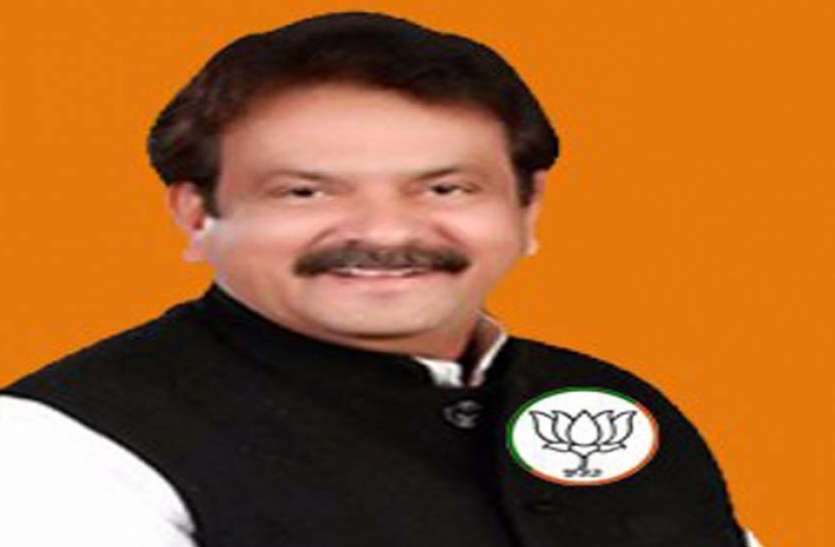 जानिए फिरोजाबाद सीट के बजाय भाजपा ने कैबिनेट मंत्री प्रो. एसपी सिंह बघेल को आगरा से क्यों दिया टिकट, ये है बड़ी वजह