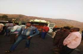 दो ट्रकों की हुई टक्कर, 22 लोग घायल