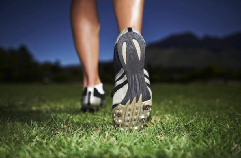 पैदल चलने के हैं कर्इ फायदे, जानें रोजाना कितना व किस स्पीड से चलें