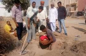 जमीन में दबी पानी से भरी मटकी से लगाते हैं 'जमाने' का अनुमान