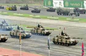 पाकिस्तान दिवस: पाक सेना ने अपने हथियारों का प्रदर्शन किया, देखें तस्वीरें