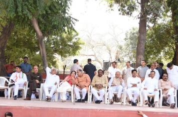 दिल्ली में हरियाणा कांग्रेस कार्यकारिणी की बैठक संपन्न, पांच साल में मजबूरी में पहली बार एक मंच पर आए हुड्डा व तंवर