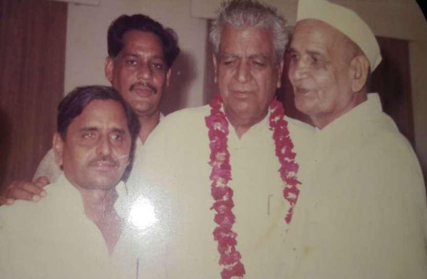 इस सांसद से आशीर्वाद लेने आते थे मुलायम सिंह यादव, पूर्व प्रधानमंत्री के चहेतों में थे खास