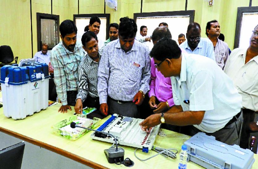 लोकसभा चुनाव: सिलिंग कार्य में लगे अधिकारी-कर्मचारियों को दिया गया प्रशिक्षण