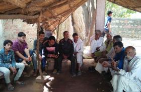 चुनावी यात्रा: चुनाव केन्द्र का, दर्द बयां किया गांव का